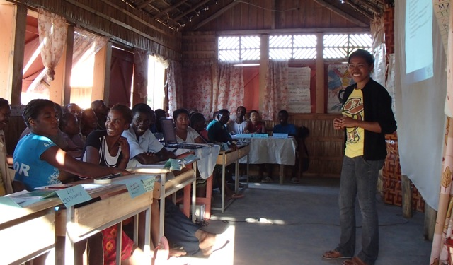 Training of community-based distributors in Belo sur Mer