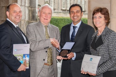 Vik shaking hands with Sir Crispen Tickell, with David Chenier (President, UK, ConocoPhillips) and Professor Louise Richardson (Principal and Vice-Chancellor, University of St Andrews)
